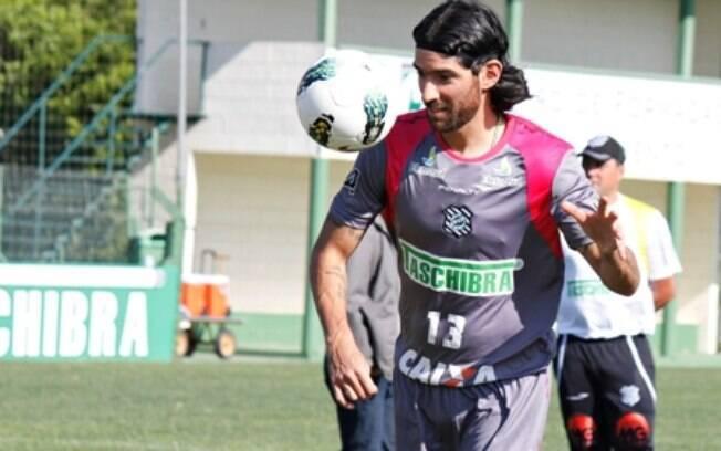 Loco Abreu em sua passagem pelo Figueirense, em 2012