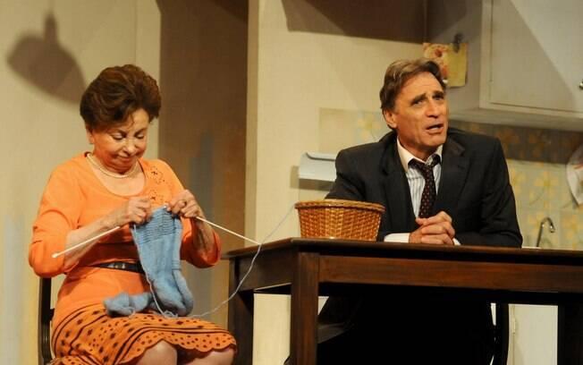 Beatriz Segall e Herson Capri em cena na peça