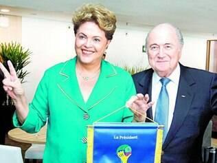Abertura. Dilma Rousseff e o presidente da Fifa, Joseph S. Blatter, foram os anfitriões da festa ontem