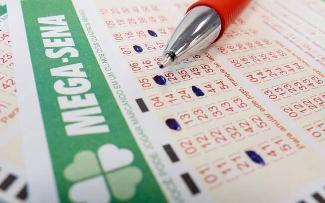 A aposta simples da Mega-Sena custa R$ 3,50 e pode ser feita em qualquer lotérica do País