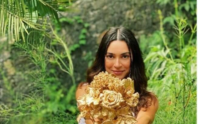 Thaila Ayala eterniza seu buquê de casamento