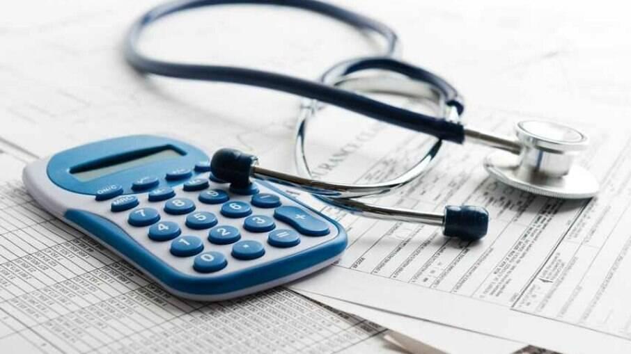 Enquanto reforma tributária segue empacada, deputados discutem desoneração para 17 setores