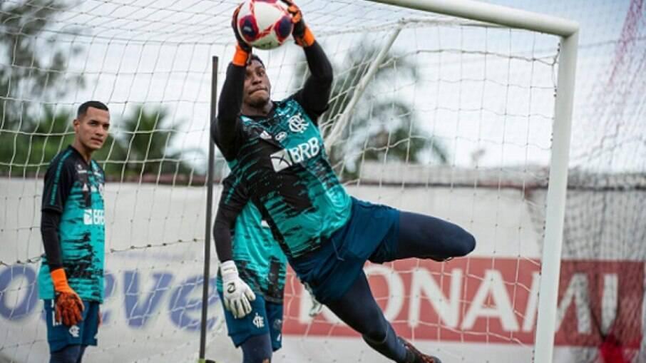 Hugo Souza está na mira do Ajax