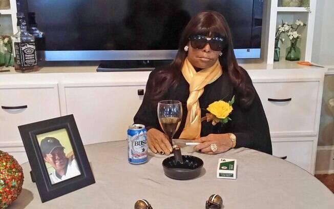Como se estivesse viva, EUA: a pedido da família, funenária em Nova Orleans expôs o corpo de Miriam Burbank sentado a uma mesa. Foto: Reuters