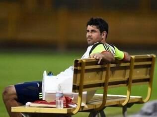 Brasileiro naturalizado espanhol, Diego foi titular na partida contra a Holanda, mas deixou o campo vaiado pela torcida