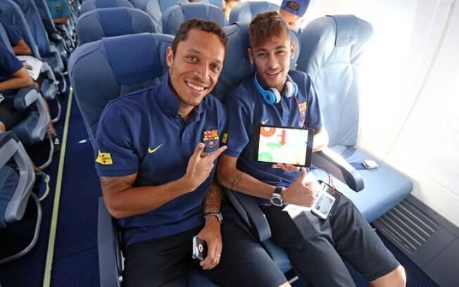 Neymar faz a primeira viagem com o Barcelona  nesta terça (30/07). Um dia após apresentação,  atacante embarcou para amistoso na Polônia e voou  ao lado de Adriano
