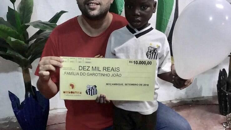Santos doa dinheiro para ONG e família de garotinho na África - Futebol - iG 270e007793621