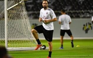 Ausência de Higuaín no Milan alimenta rumores sobre ida para o Chelsea