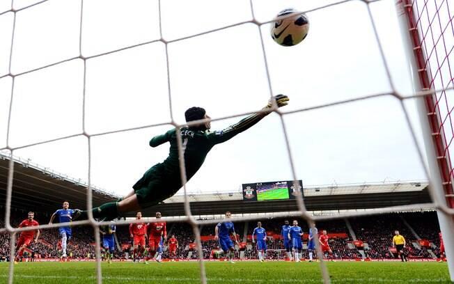 Com direito a piada de torcedor do  Southampton com técnico Rafa Benitez, Chelsea foi  derrotado por 2 a 1