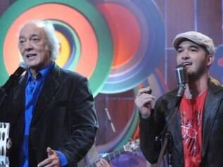 Erasmo e o filho Alexandre em uma apresentação em 2008