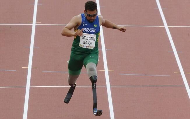 Alan Fonteles fica em segundo nos 100m T44