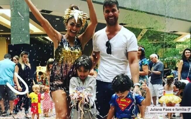 Juliana Paes curte o carnaval com a família