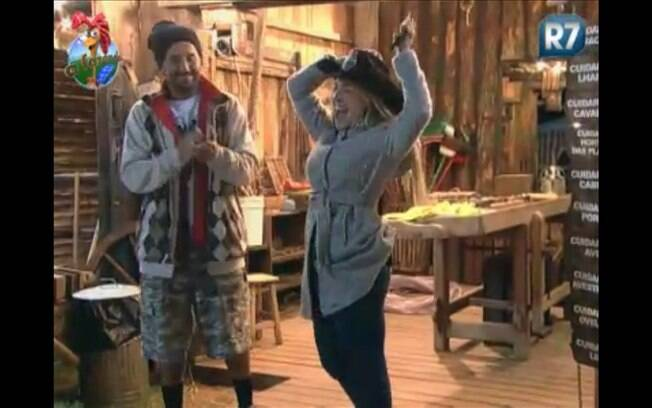 Joana recebe de Gui Pádua o chapéu de Fazendeira