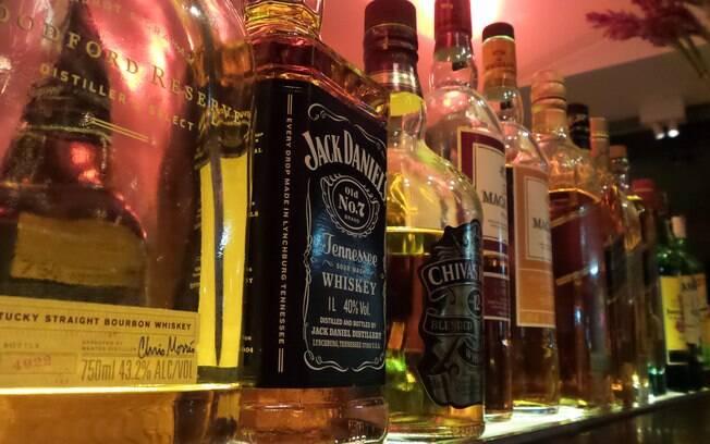 Homem sofre ataque cardíaco e morre após ingerir 56 doses de bebidas diferentes