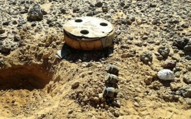 As minas terrestres mudam de lugar com as tempestades de areia. Qualquer descuido pode ser fatal. Ensinamos as crianças sobre esse perigo