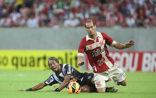 Atlético-MG e Náutico fizeram jogo brigado e  sem gols no estádio dos Aflitos