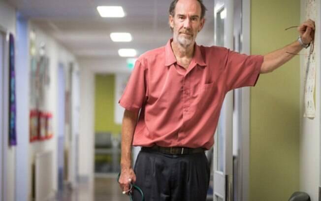 Alan Kenny não consegue encontrar médicos para sua clínica