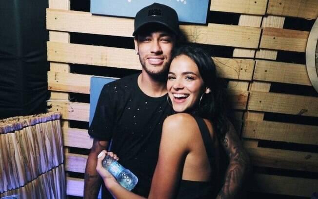 Neymar e Bruna Marquezine assumiram o relacionamento pela primeira vez em fevereiro de 2013