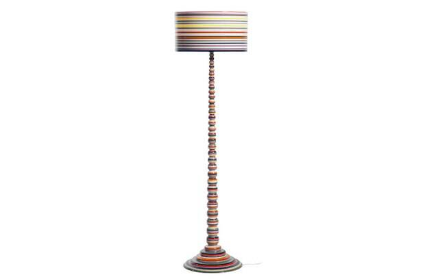 Luminária de piso de acrílico, do designer José Marton, R$ 8.562, na Novo Ambiente