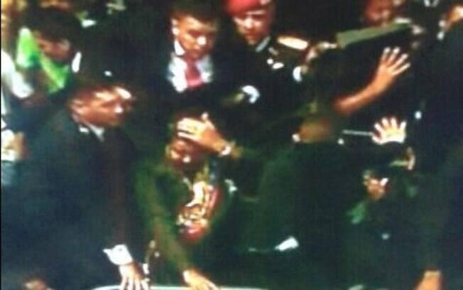 O presidente da Venezuela Nicolás Maduro foi duramente recebido por uma multidão de San Félix