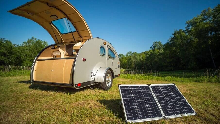 Mini motorhome Vistabule Teardrop funciona com placas solares para gerar energia elétrica