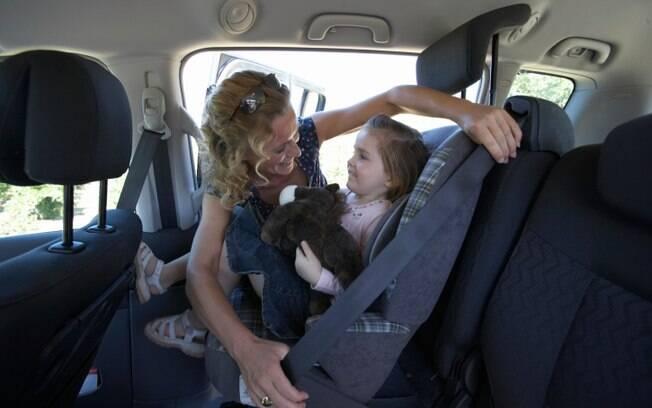 Se estiver com criança no carro, não importa a distância da viagem. Use sempre as cadeirinhas de criança