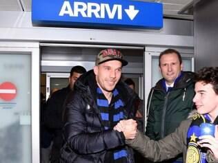 Podolski também conversou com técnico Roberto Mancini antes de chegar a Milão