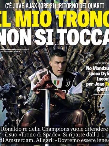 Cristiano Ronaldo sentado em trono do
