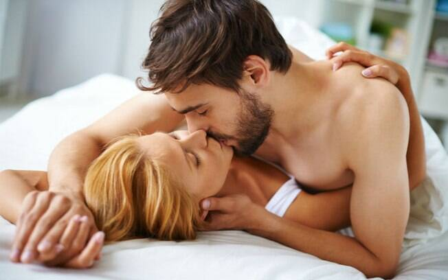 O sexo pode ser mais do que algo apenas físico, por isso veja onze posições para fazer amor, não só transar