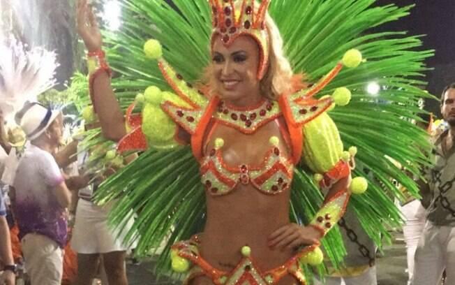 Jéssica Rodrigues, noiva do cantor Latino, saiu na Grande Rio