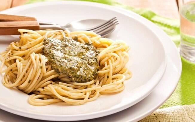 espaguete com molho pesto