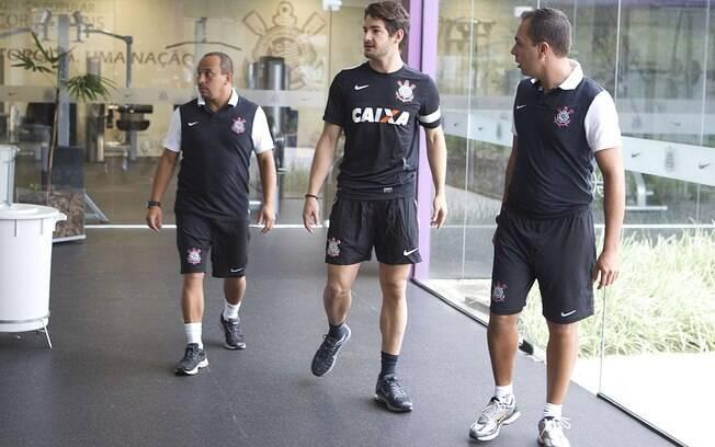 Pato é acompanhado por Shih Chien Chan  Junior, auxiliar de preparação física, e Antonio  Carlos Fedato, fisiologista