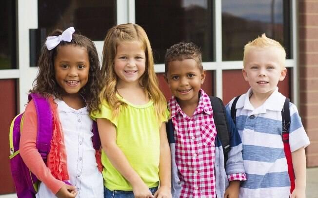 O primeiro dia de aula é um momento feliz de sociabilização, com o reencontro com os amigos