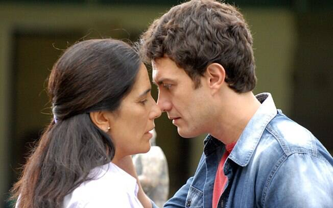 Norma (Glória Pires) e Léo (Gabriel Braga Nunes) em