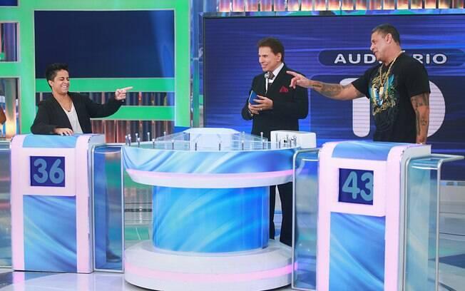 Silvio Santos recebe Thammy Miranda e Alexandre Frota no 'Jogo das 3 pistas'