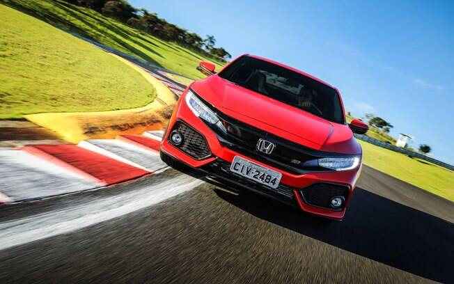 Honda Civic Si: versão esportiva mantém bom nível de esportividade. É o único cupê esportivo com câmbio manual do Brasil