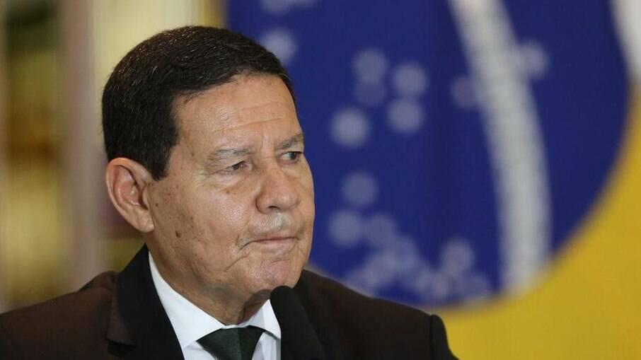 Mourão garantiu que país tem verba para imunização