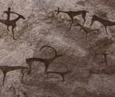 """""""Homem das cavernas"""" faz filhos caçarem própria comida"""