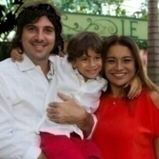 Dira Paes com o marido, Pablo, e o filho do casal, Inácio