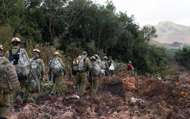 Militares de Israel auxiliam bombeiros de Minas Gerais no resgate em Brumadinho
