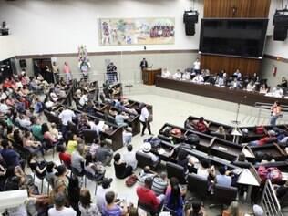Plenário Amynthas de Barros foi tomado pelos servidores