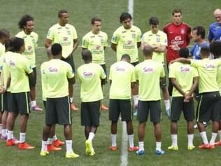 Jogadores fazem treinamento para enfrentar a seleção do Equador nesta terça-feira