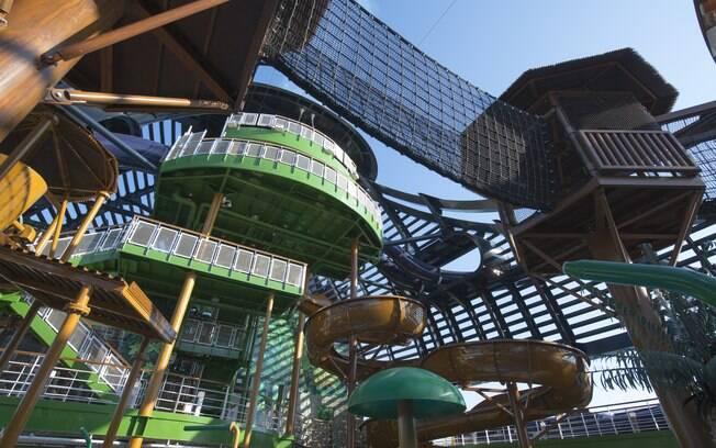 Além dos pontos turísticos das paradas, os visitantes também podem aproveitar as atrações internas do MSC Seaview