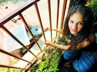 Abastecimento. O fogão solar de Eliana precisa de cerca de 20 minutos de sol intenso a cada uma hora para cozinhar os alimentos