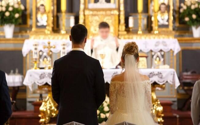 Noiva esperou chegar ao altar para colocar o plano em ação e contar a todos sobre a traição de Alex