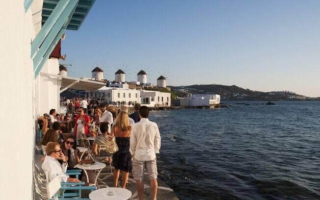 Viajar para lugares badalados da Grécia, como a ilha de Mykonos, está mais barato por conta da crise