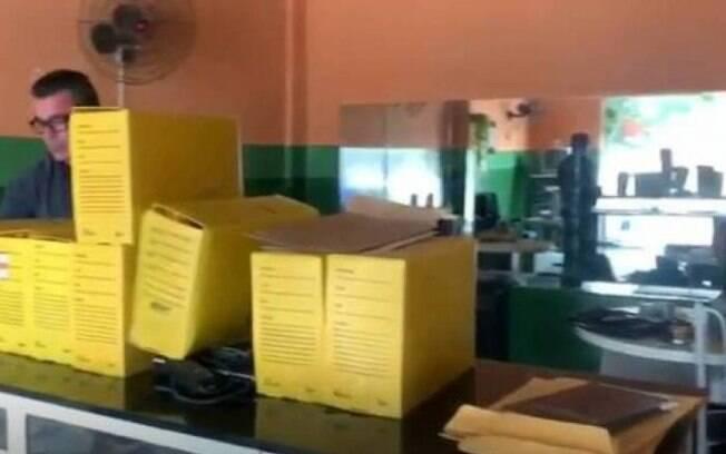Polícia apreendeu materiais utilizados por mulher que validava casamentos em cartório falso no Rio de Janeiro