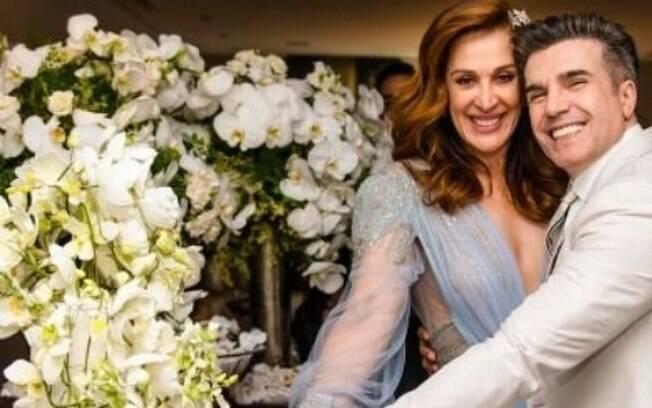 Claudia Raia compartilha momentos do casamento com Jarbas