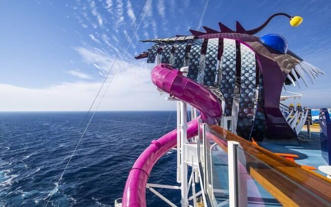 Nos cruzeiros da Royal Caribbean é possível encontrar esse tobogã chamado The Ultimate Abyss de 30 metros de altura