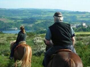 Aomo na Idade Média, alguns fazem o caminho na garupa do cavalo